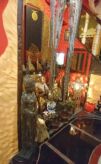 廊下の仏像