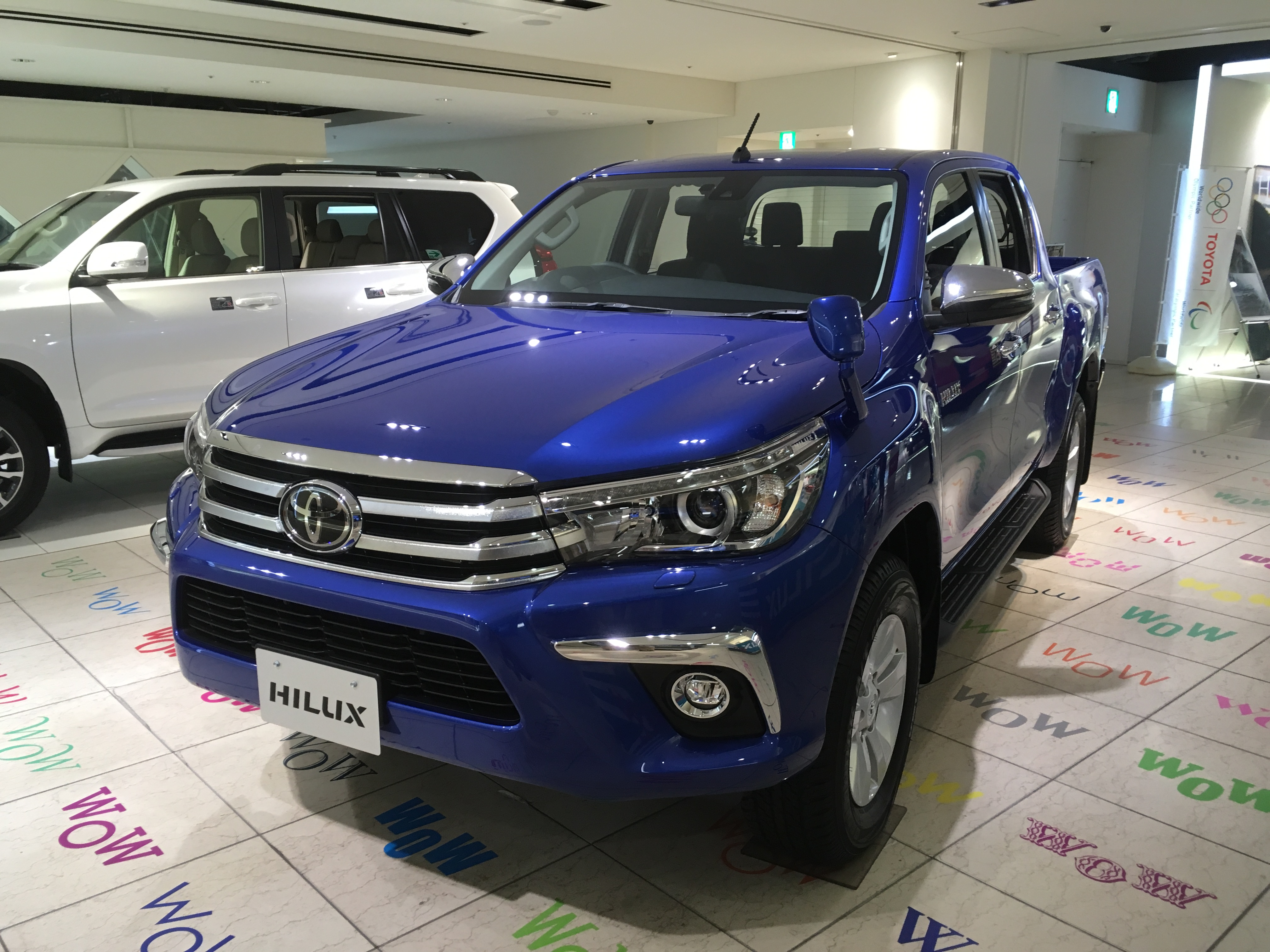 Toyota_hilux_2017_japan
