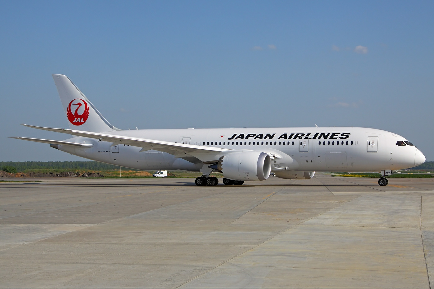 Japan_Airlines_Boeing_787-846_Dreamliner_Kustov