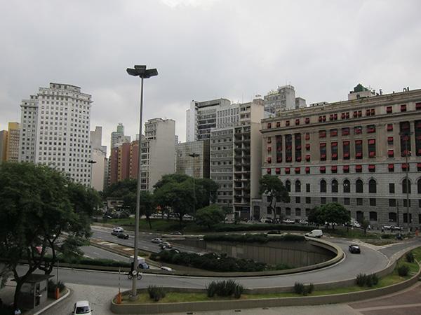 サンパウロのビジネス街。微妙に治安が悪い