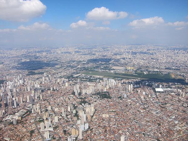 上空からの眺め。サンパウロはメガタウンだ!