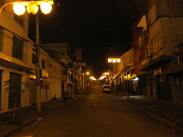 夜の東洋人街。提灯が見える