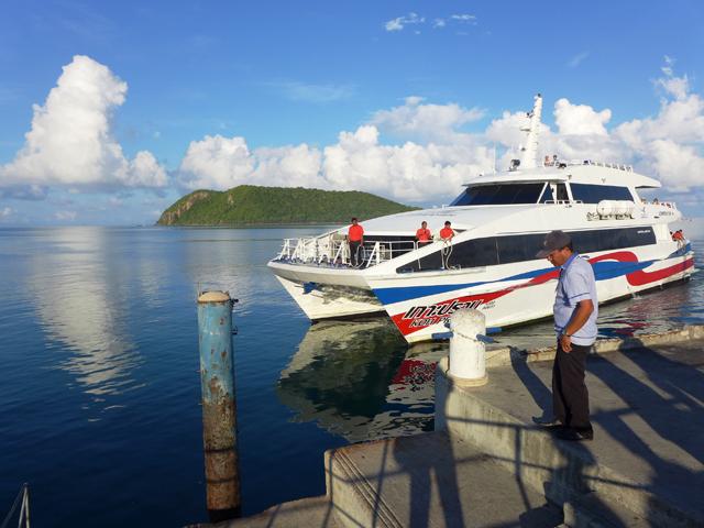 タイ湾の島々は高速フェリーで巡ろう。快適な船旅となる