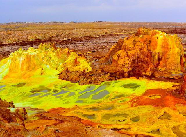 真っ黄色な世界、ダロール火山