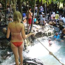 内陸にあるジャングルで遊んでいたギャルの見事なケツ