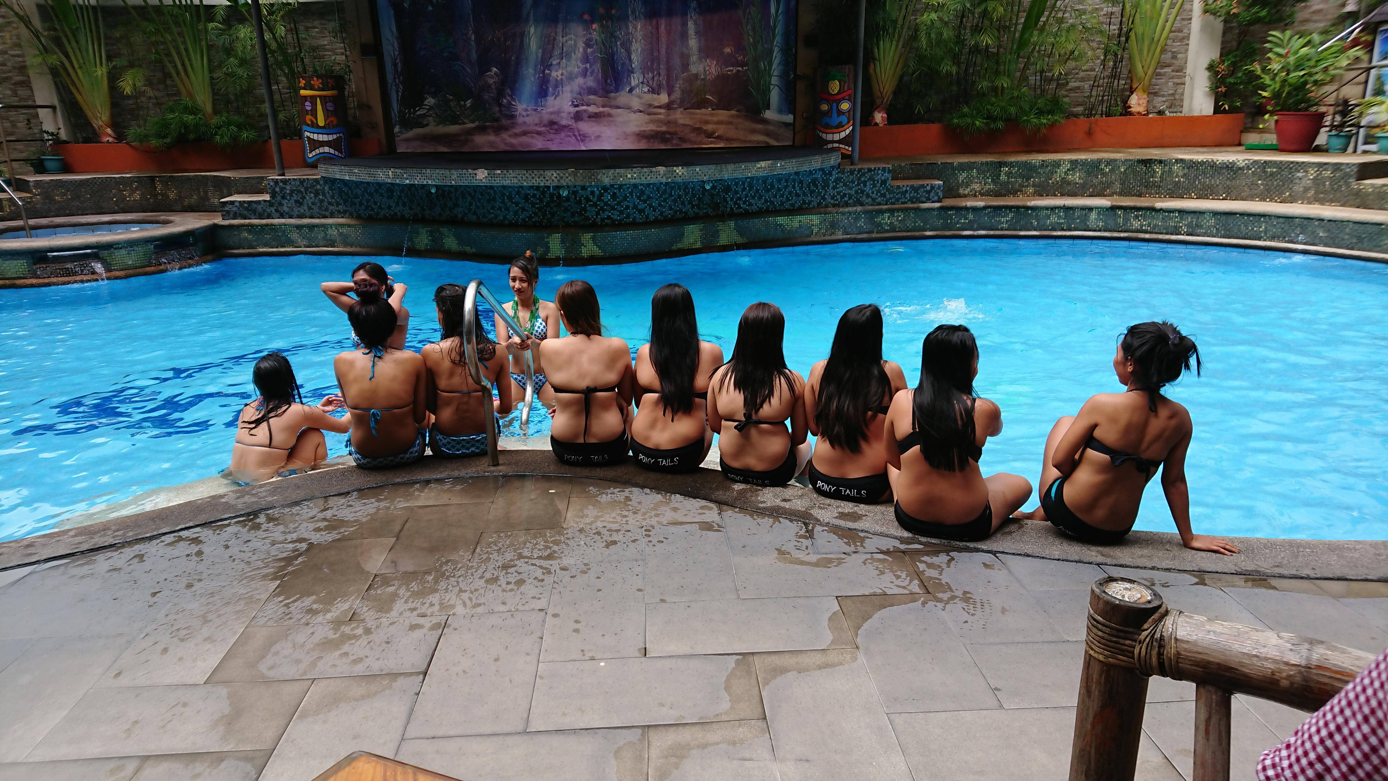 プールパーティ