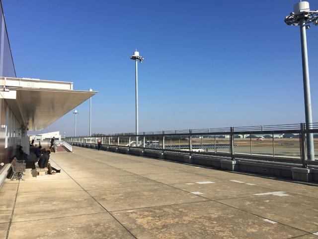 展望スペースからは共用する航空自衛隊百里基地も見られる