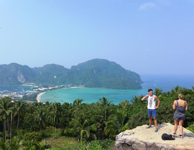 タイのビーチはおじさん天国