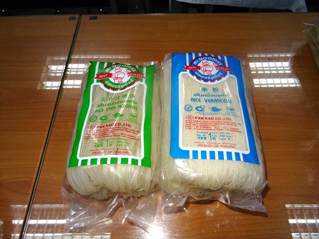 オリジナル麺も受注する「SAHA PANKAO Co.,Ltd.」の乾燥麺。右がセンミー