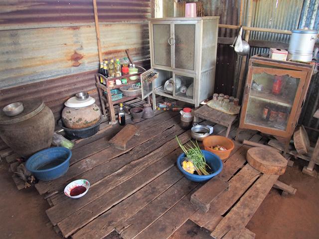 タイ東北部で一般的な高床式家屋の台所