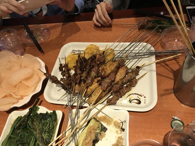 ディナーは串焼き。うまい!