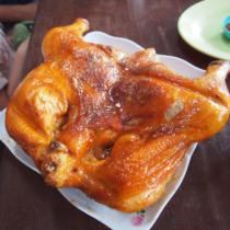 鏡の珍しさだけでなく、鶏肉も分厚くて大きい点も評価できる。