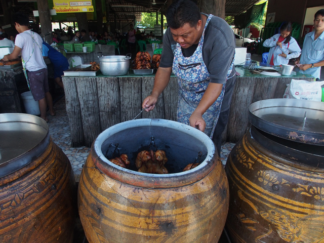 壺焼きという点はインドのタンドリーチキンに通じるものがある