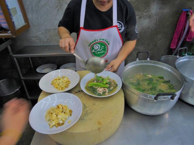 ラートナー・センヤイは分かりやすい味で、日本人にも人気