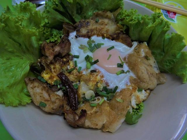 クアガイ・スアンマリの卵入りバージョンは、他店とは雰囲気が異なる