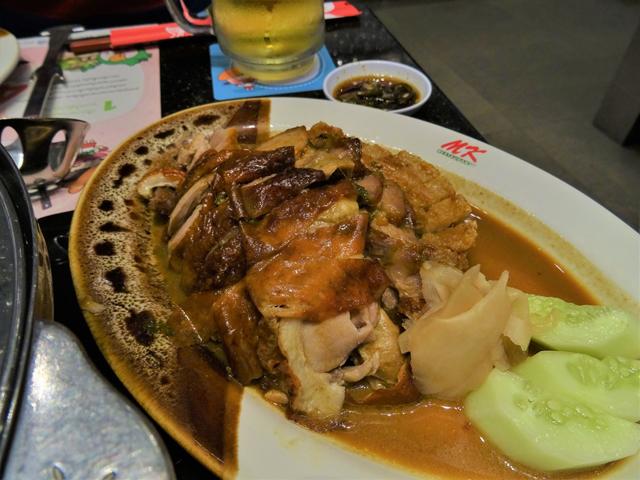 「MKスキ」が中華料理店だったことを垣間見られるメニューが「アヒル焼き」。ほとんどのテーブルで注文される