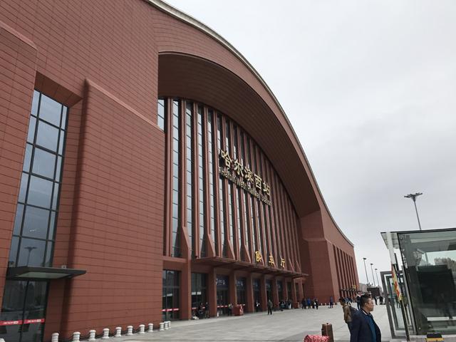 巨大なハルビン西駅駅舎