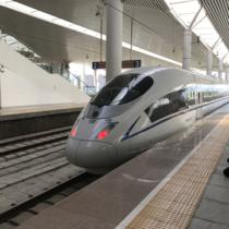 和楷号の外観。以前の新幹線に似ているか