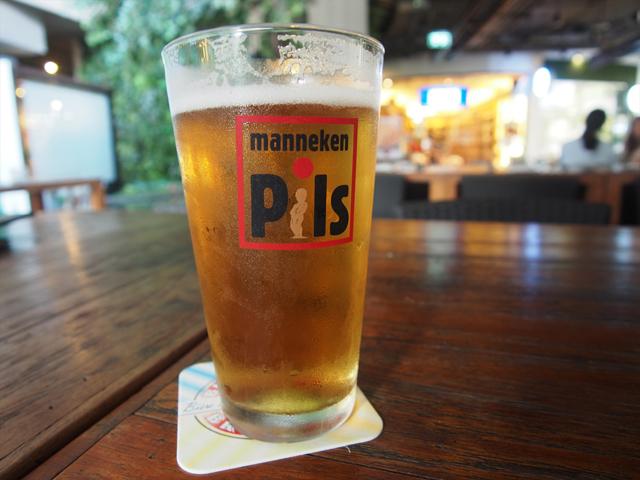「ハウス・オブ・ビアーズ」をはじめとするクラフトビール店はやや高いのが難点だが、ビールは冷えていておいしい