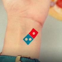 「ドミノピザのタトゥーをいれたら100年間、ピザ無料!」ドミノピザが仰天キャンペーン実施で応募殺到!!