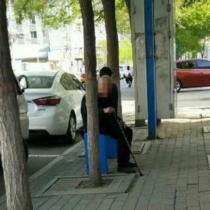 若い女性のお尻をつつきまわす90代のおじいちゃんが中国で問題に