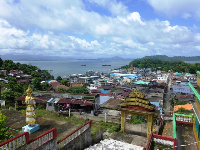 こちらはミャンマー側の街コータウン(南部タニンダーリ管区)。やっぱり置屋がある