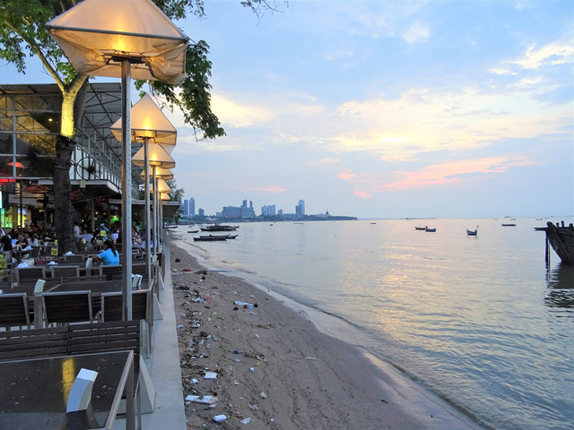 海辺の街だから海鮮がおいしいとは限らないのがタイ。バンコクでもおいしいグン・チェーナムプラーはある