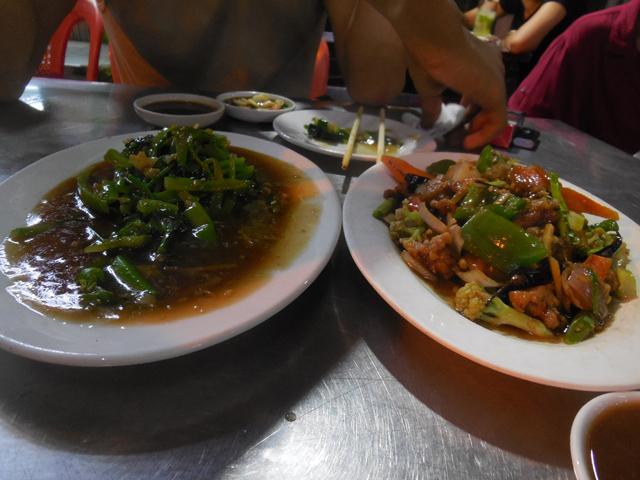 チャイナタウンではおいしい食べ物が並ぶ。どれも最高