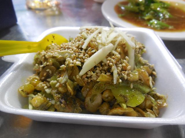 お茶の葉サラダ「ラペットゥ」。酒のつまみに最高