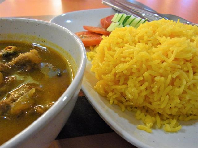 インド料理店のサフランライス。やっぱりタイのものとは色合いが違う