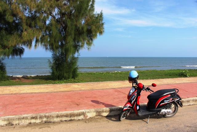 タイのシーサイドはぜひバイクで。最高に気持ちがいい