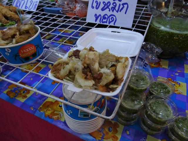 タイではこの「カイ・プラームック」も人気。イカの卵らしいが、ビールに合う