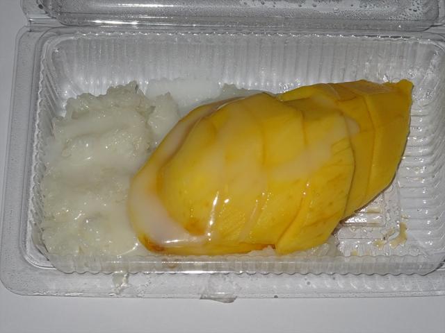 タイの菓子にはもち米にココナツミルクなどを混ぜたものもよく使われる