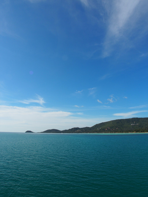 サムイ島を連絡船の甲板から見た