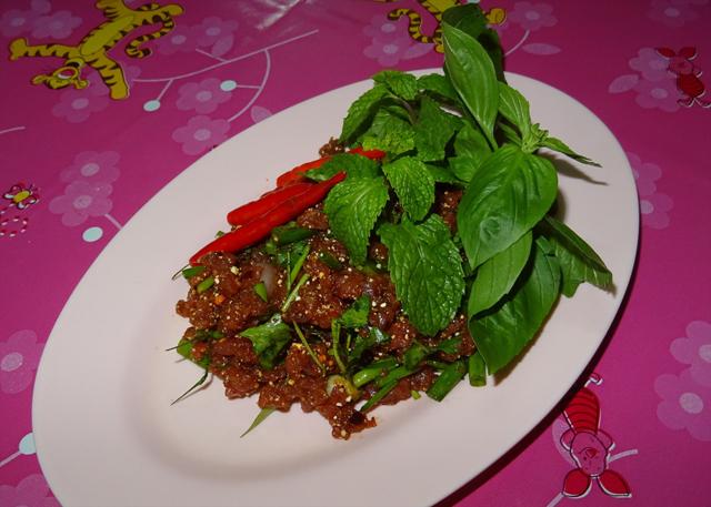 東北部の代表的生肉料理ゴイ・ヌア