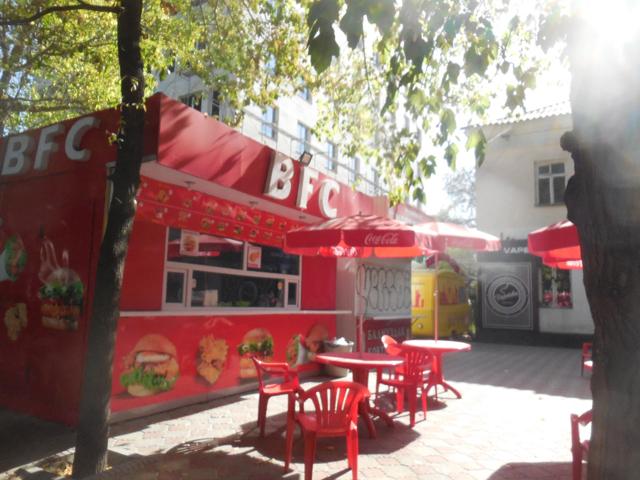 ビシュケクの街には「BFC」というKFCのパクり店があった