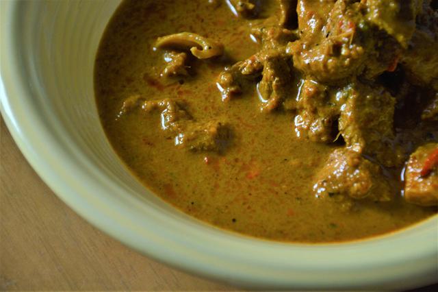 スープにはやはり、たくさんのスパイスが入っているように見える