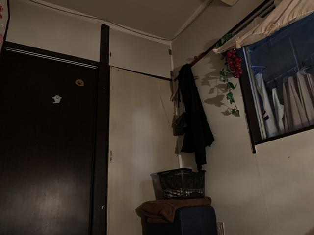 チャイエス嬢の個室。ここで寝泊まりしているが、専用の個室を使えるだけマシと言える