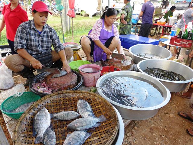 イサーンの青空市場にて。バンコクとはまったく違った世界がそこにはある