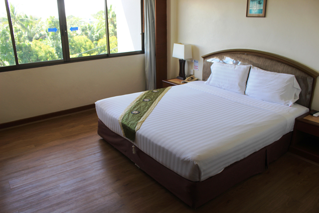 南部ナコンシータマラートのホテルはこれで1泊600バーツ。バスタブもあった