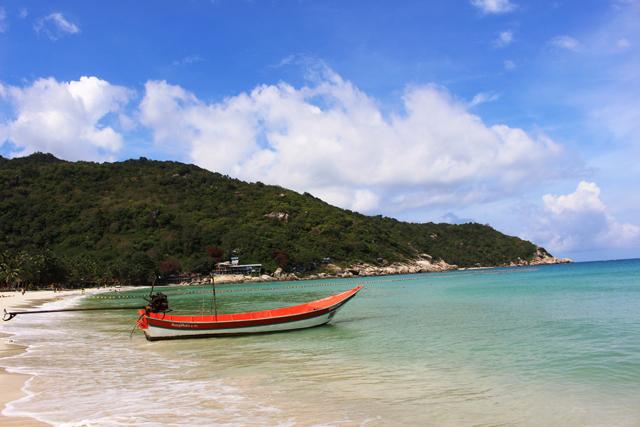 カップルと家族連れだけでなく、おじさんが楽しめるアクティビティーもそろっているのがタイのビーチ