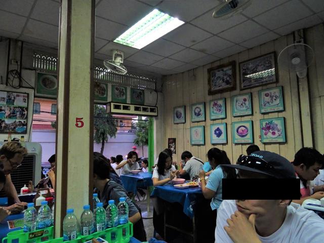 グワイジャップ・ユアンの専門店は大体どこも人気がある