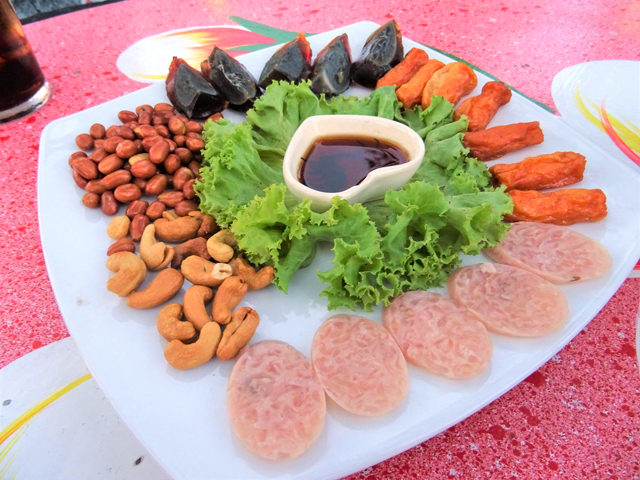 タイ式「オーダーブ」にもネーム。タイでは前菜セットをフランス語のオーダーブ(hors d'oeuvre)と呼ぶ。