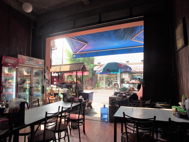 ビエンチャンには、カーオ・ピヤックの店が多い