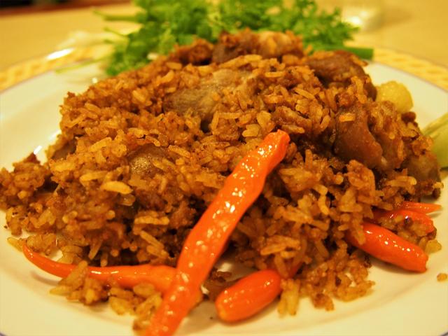 ウドンタニー県の「メーヤー」というレストランのネーム・シークロンムー・トートは米付きだった。