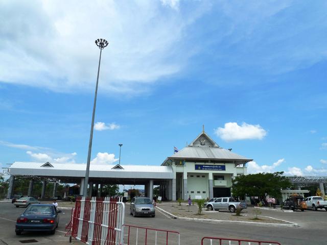 スンガイコーロクの街外れには国境がある。ここからマレーシアに入国できるのだ