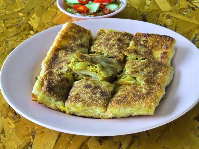 ローティー・マタバ。カレーパンそのものの味わい。