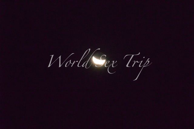砂漠からは月も綺麗に見えた