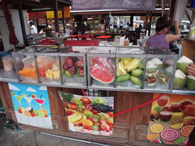 こういった果物店にドリアンはない。