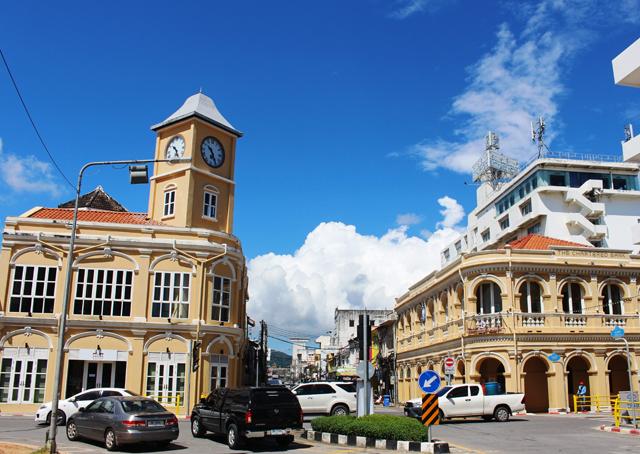 プーケット・タウンの中心部はコロニアル様式の建築物が残り、なかなか雰囲気がいい